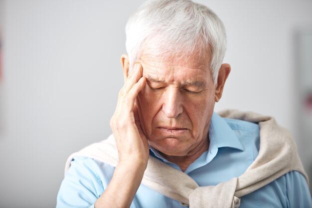 Confusão e mudança de comportamento são sinais de infecção em idosos