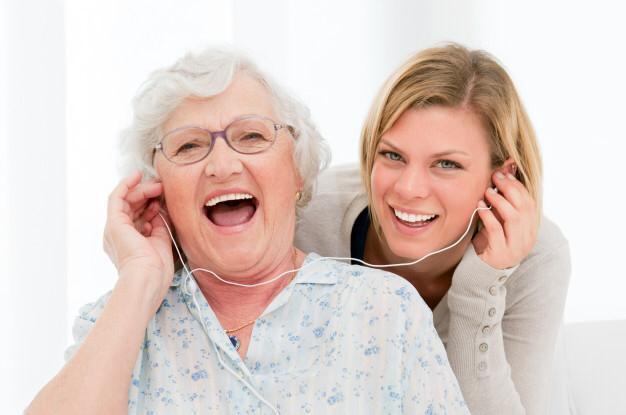 Conheça os benefícios da musicoterapia para idosos