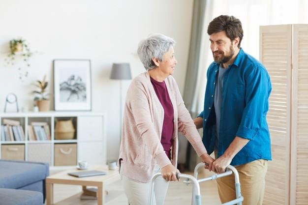 Quais aparelhos de fisioterapia os idosos precisam ter em casa?