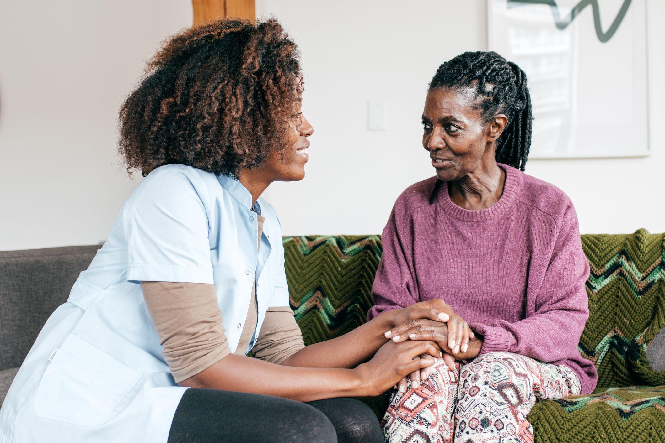 Aprenda em 5 passos como lidar com idosos com demência