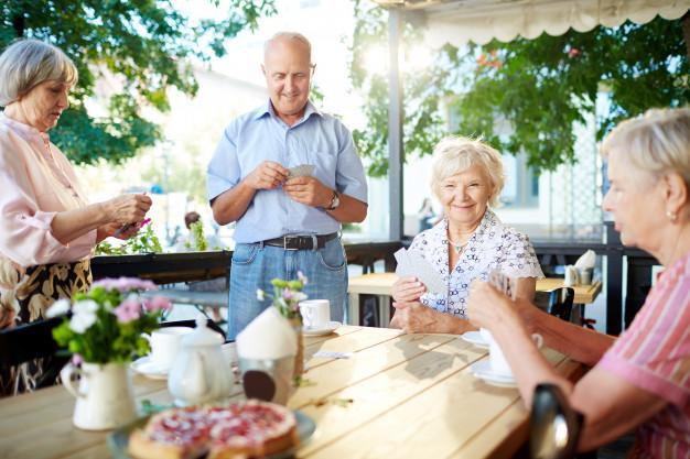 Cuidados com idosos: como ajudá-los a ter qualidade de vida na terceira idade?