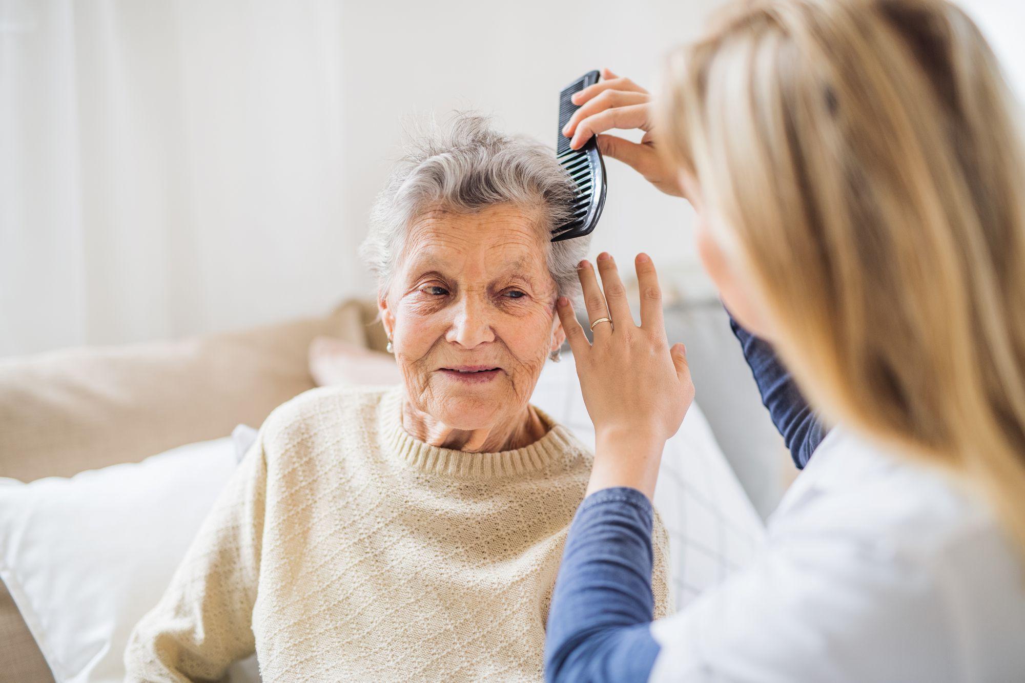Descubra quais são as funções do cuidador domiciliar