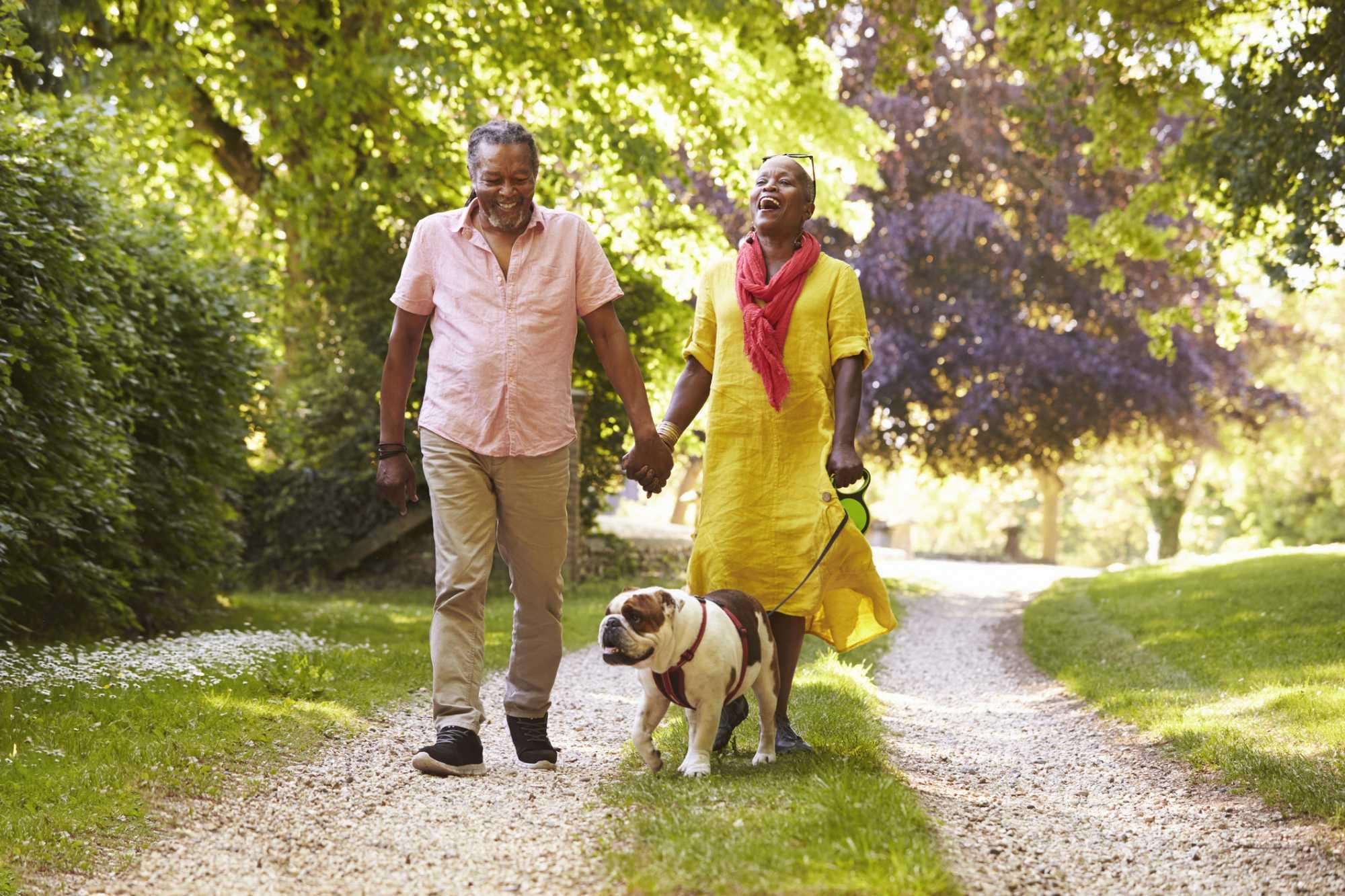 Caminhada com idosos: conheça os benefícios e melhores indicações