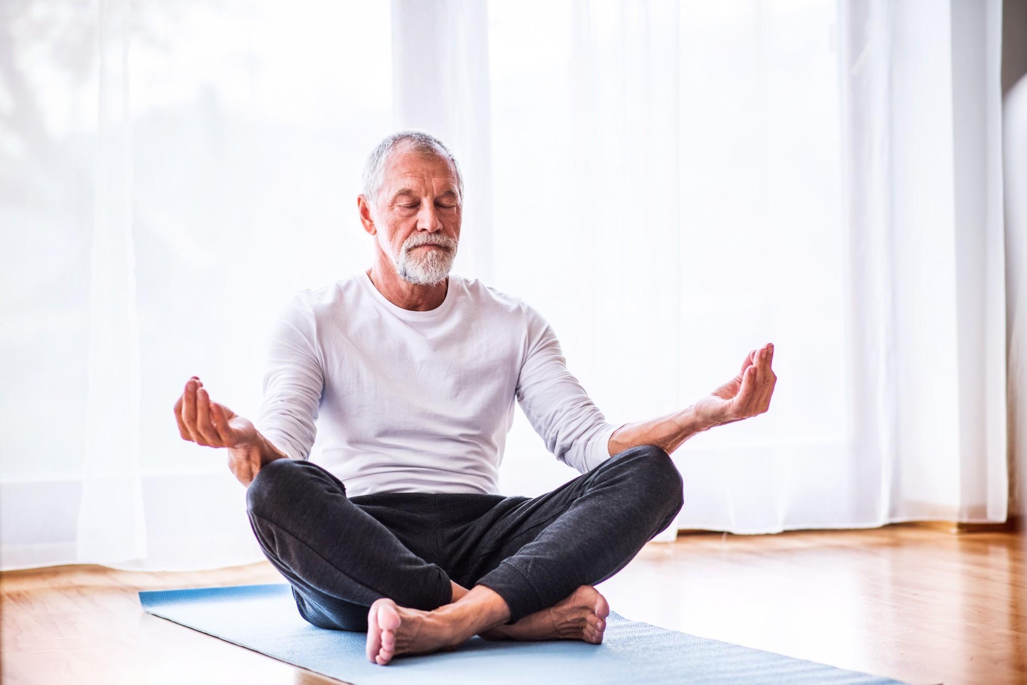 Meditação para idosos: conheça (x) benefícios dessa prática