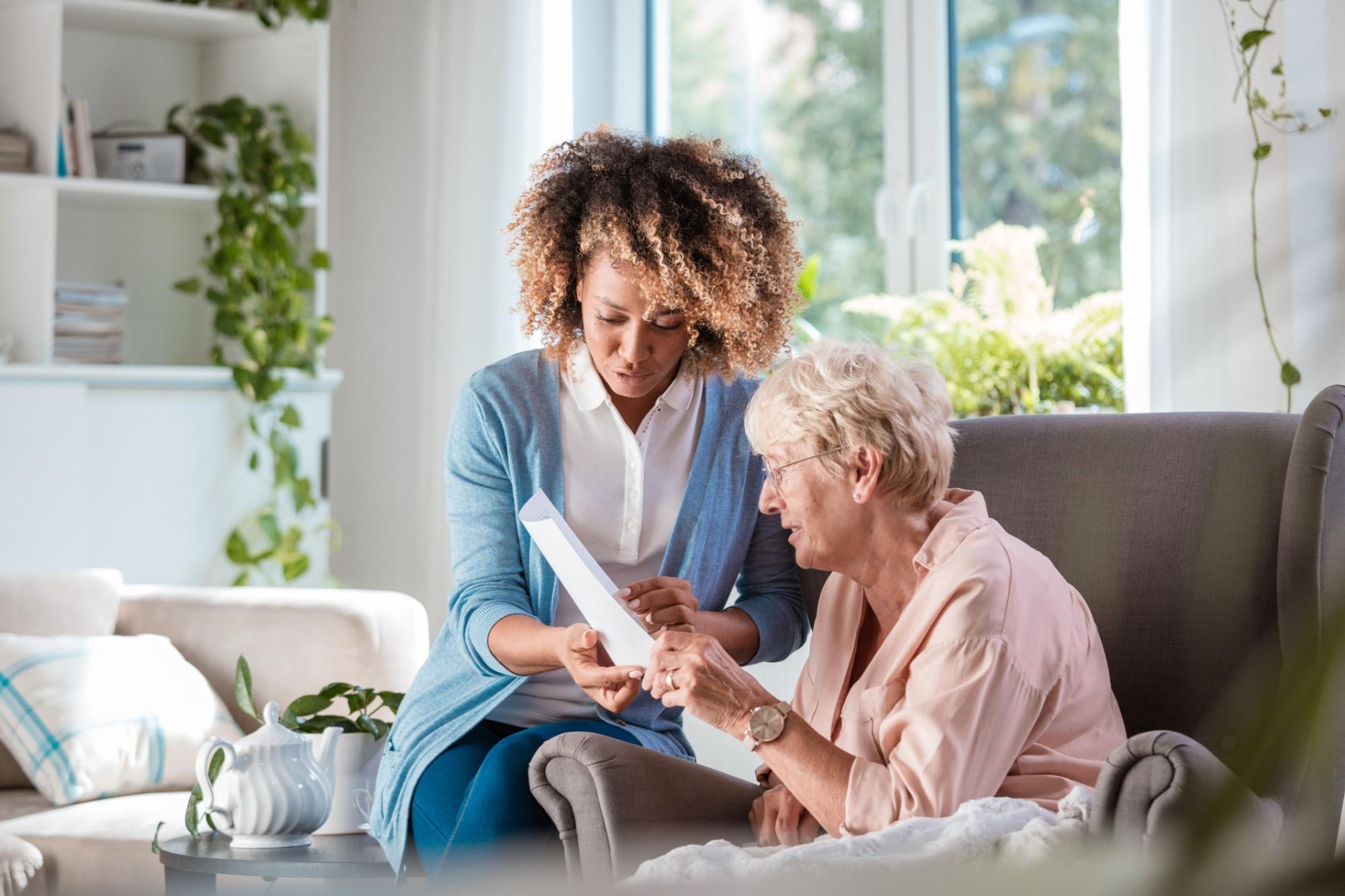 Conheça (x) cuidados essenciais que o idoso com Parkinson precisa