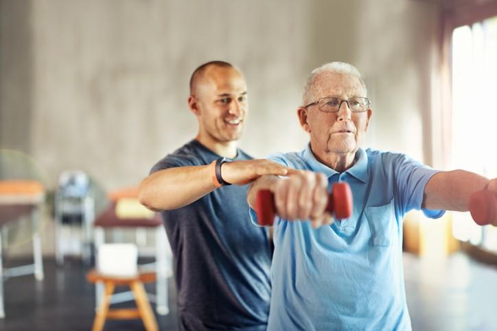 Veja 7 benefícios da terapia ocupacional para idosos