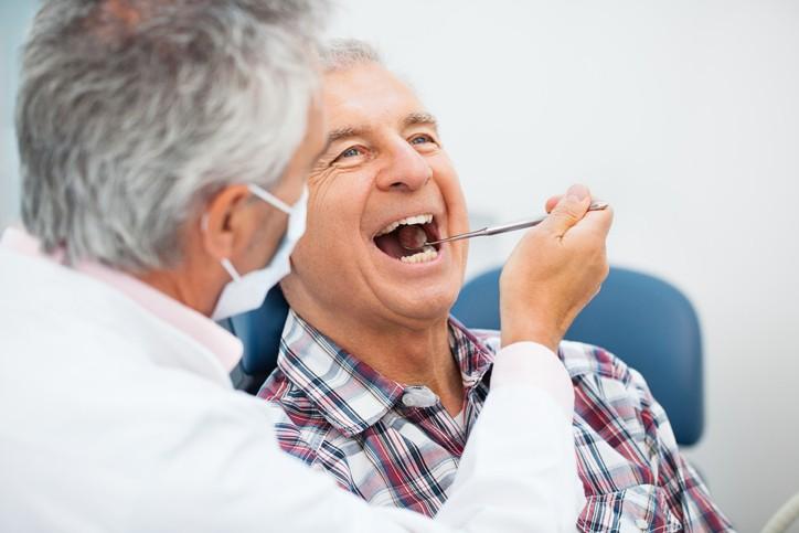 Saúde bucal do idoso: entenda os principais pontos de atenção