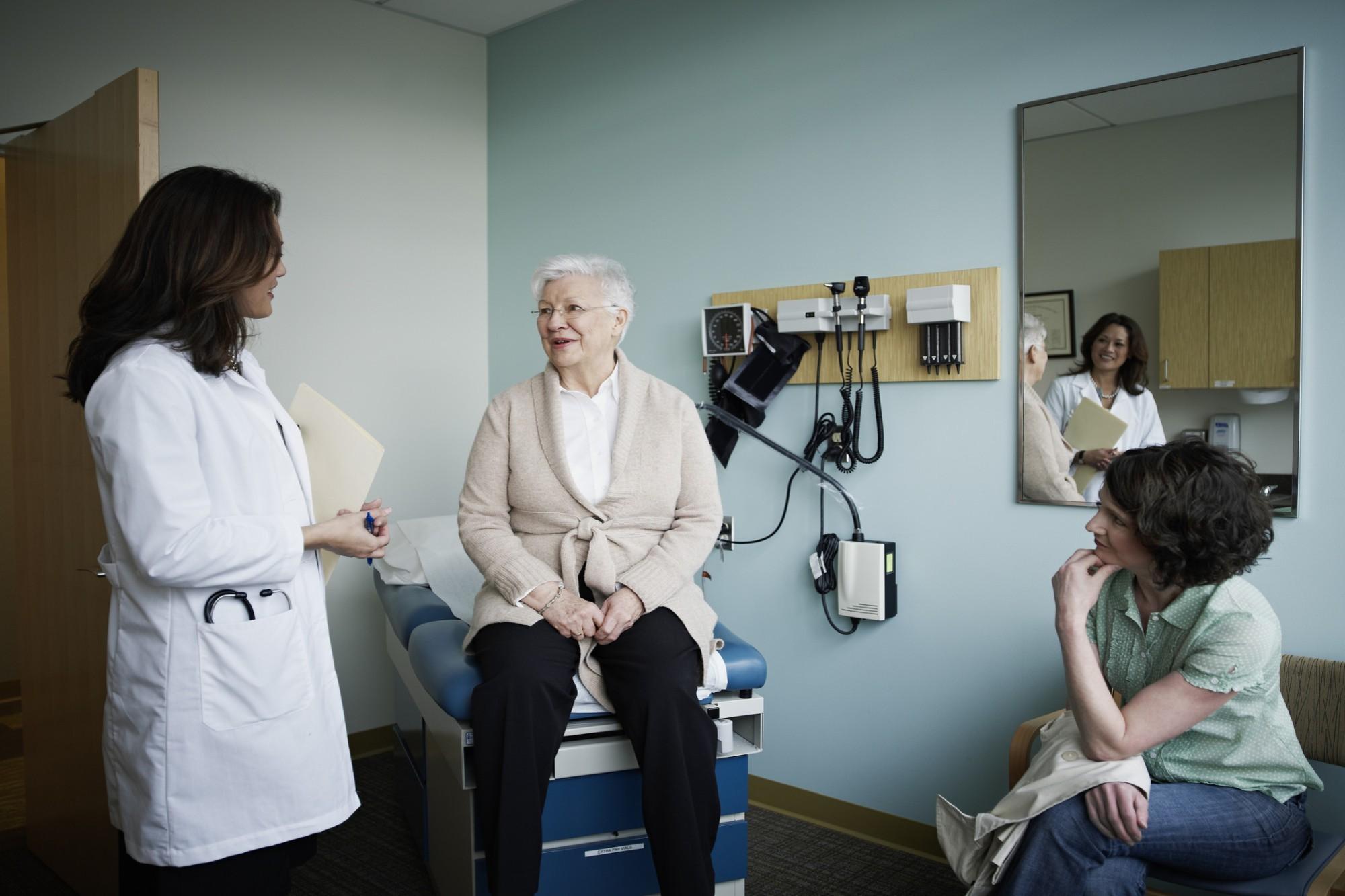 Entenda a importância da consulta com geriatra para terceira idade