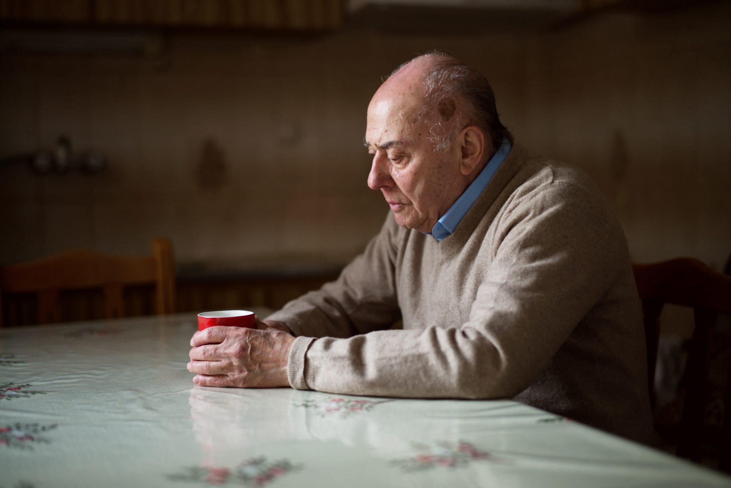 Veja alguns sinais de que o idoso já não pode morar sozinho