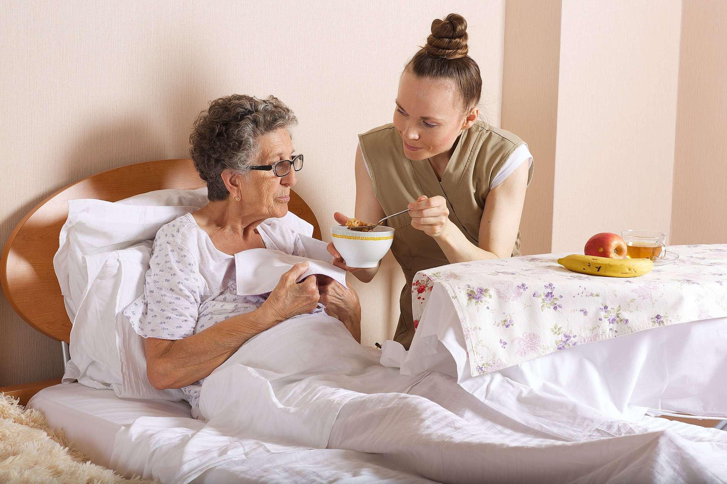 Esclerose múltipla em idosos: veja quais cuidados são necessários